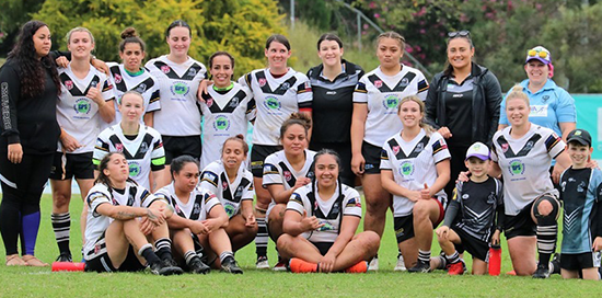 photo of the Souths Logan Magpies Women's team on the Field at Davies Park after a game in 2019